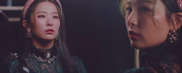Loạt thuyết âm mưu thuyết phục cho thấy Psycho tiếp tục ẩn ý tình yêu đồng giới của Red Velvet kéo dài từ MV Bad boy? - Ảnh 15.