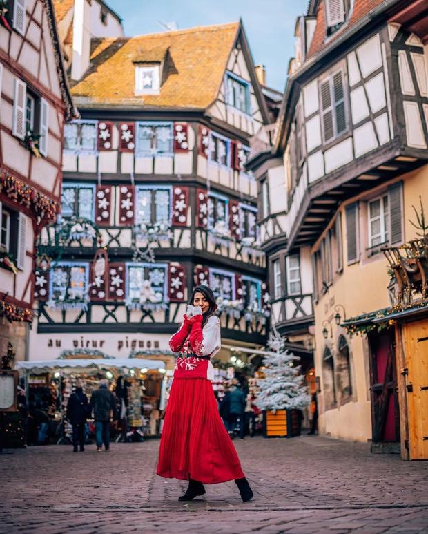 Đang ngỡ ngàng vì loạt ảnh Giáng sinh lung linh ở ngôi làng Pháp cổ, đến khi nhìn khung cảnh ngoài đời mới thấy thực tế quá đỗi éo le - Ảnh 5.