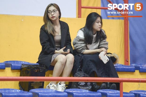 Nhật Lê xuất hiện tại giải đấu bóng rổ, chàng trai nào may mắn được cô nàng cổ vũ? - Ảnh 1.