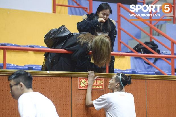 Nhật Lê xuất hiện tại giải đấu bóng rổ, chàng trai nào may mắn được cô nàng cổ vũ? - Ảnh 6.