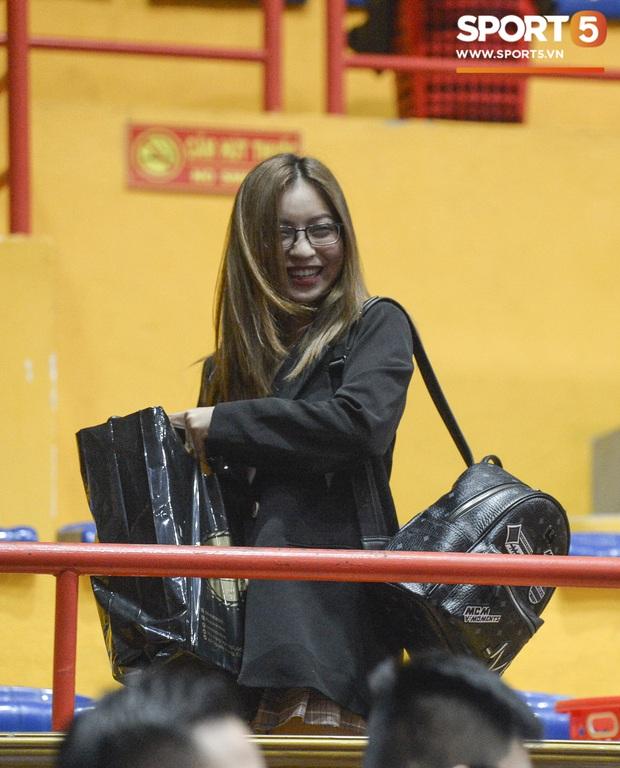 Nhật Lê xuất hiện tại giải đấu bóng rổ, chàng trai nào may mắn được cô nàng cổ vũ? - Ảnh 7.
