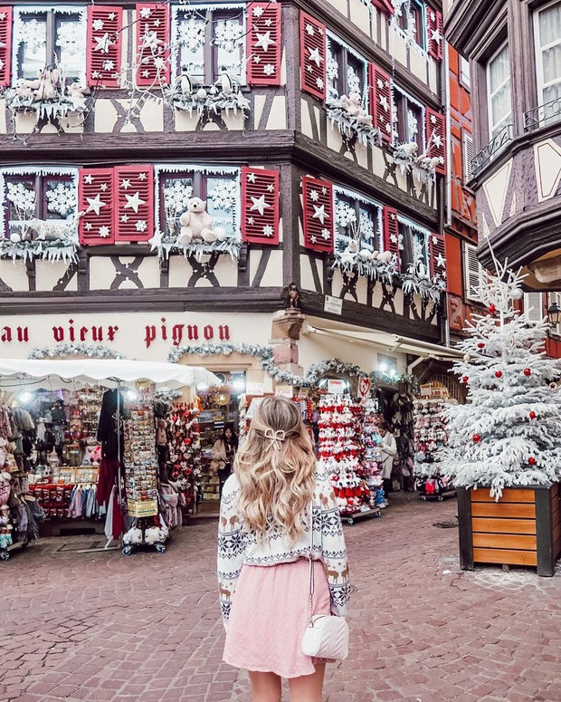 Đang ngỡ ngàng vì loạt ảnh Giáng sinh lung linh ở ngôi làng Pháp cổ, đến khi nhìn khung cảnh ngoài đời mới thấy thực tế quá đỗi éo le - Ảnh 3.