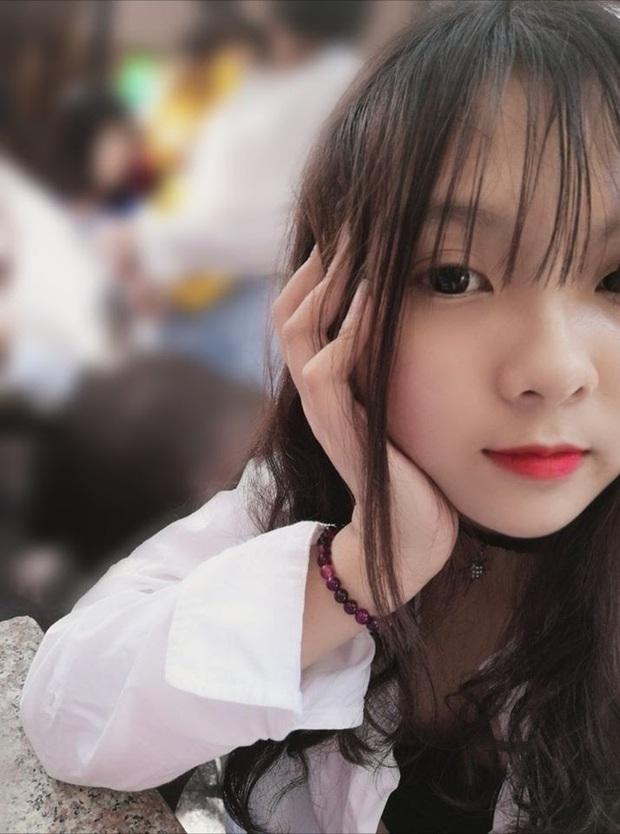 Được Thầy giáo Ba vô tình ngắm trúng, cô bé Nhung 2k5 nổi hơn cồn chỉ sau một đêm - Ảnh 2.