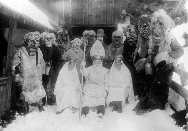 Những bức ảnh Giáng sinh độc nhất vô nhị có tuổi đời hơn 100 năm khiến bạn không khỏi mắt tròn mắt dẹt - Ảnh 1.