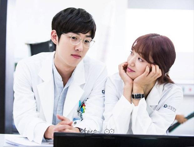 Phát hoảng trước tuổi nghề của loạt diễn viên Hàn: Lee Min Ho lăn lộn 16 năm, Yoo Seung Ho ngót 2 thập kỉ - Ảnh 16.