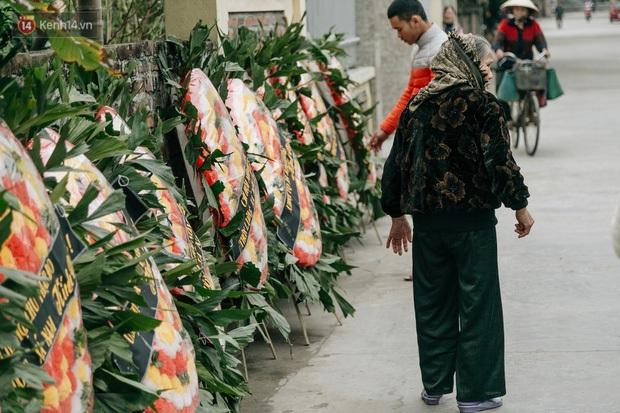 Nhìn lại những vụ TNGT kinh hoàng năm 2019: Nữ lao công chết thảm trên đường Láng Hạ, 15 người thương vong trên đường viếng nghĩa trang - Ảnh 9.
