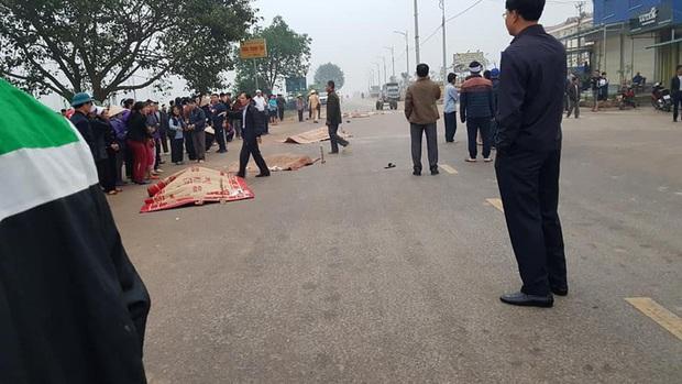 Nhìn lại những vụ TNGT kinh hoàng năm 2019: Nữ lao công chết thảm trên đường Láng Hạ, 15 người thương vong trên đường viếng nghĩa trang - Ảnh 10.