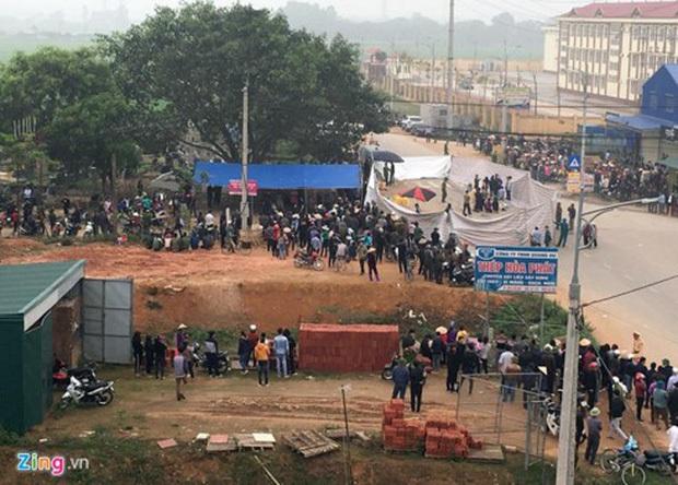 Nhìn lại những vụ TNGT kinh hoàng năm 2019: Nữ lao công chết thảm trên đường Láng Hạ, 15 người thương vong trên đường viếng nghĩa trang - Ảnh 13.