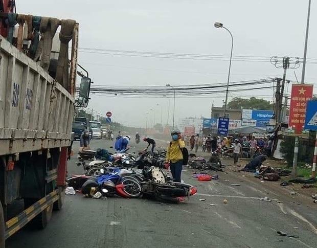 Nhìn lại những vụ TNGT kinh hoàng năm 2019: Nữ lao công chết thảm trên đường Láng Hạ, 15 người thương vong trên đường viếng nghĩa trang - Ảnh 3.