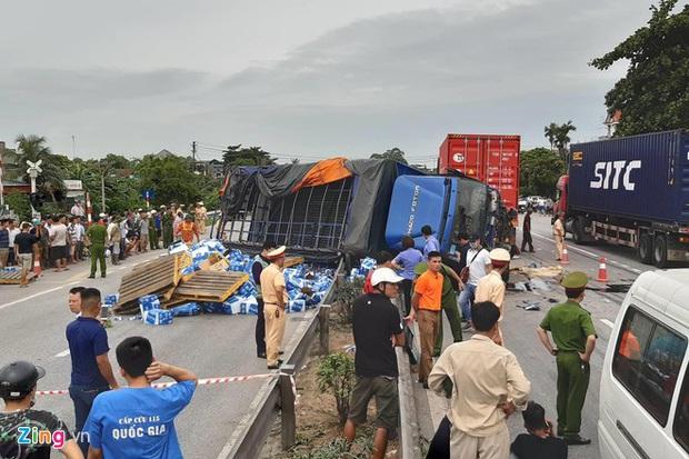Nhìn lại những vụ TNGT kinh hoàng năm 2019: Nữ lao công chết thảm trên đường Láng Hạ, 15 người thương vong trên đường viếng nghĩa trang - Ảnh 29.