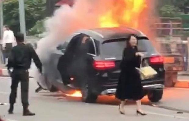 Nhìn lại những vụ TNGT kinh hoàng năm 2019: Nữ lao công chết thảm trên đường Láng Hạ, 15 người thương vong trên đường viếng nghĩa trang - Ảnh 39.