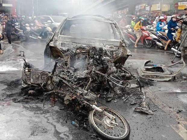 Nhìn lại những vụ TNGT kinh hoàng năm 2019: Nữ lao công chết thảm trên đường Láng Hạ, 15 người thương vong trên đường viếng nghĩa trang - Ảnh 38.