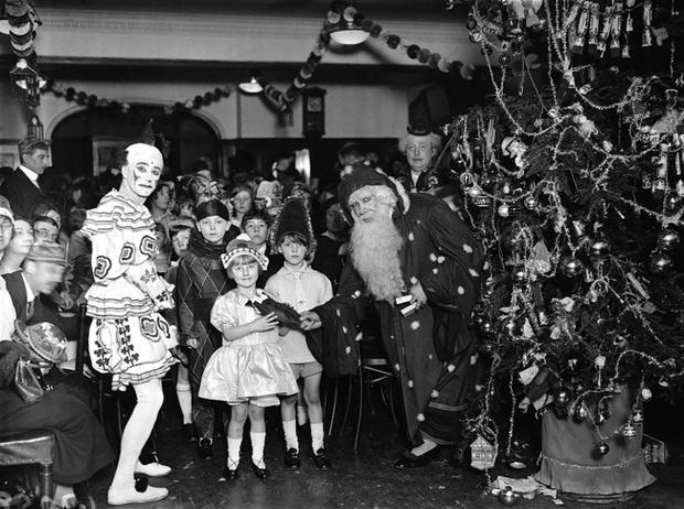 Những bức ảnh Giáng sinh độc nhất vô nhị có tuổi đời hơn 100 năm khiến bạn không khỏi mắt tròn mắt dẹt - Ảnh 19.