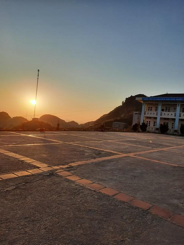 """Bức ảnh """"trường học trên mây"""" đầy thơ mộng ở Hà Giang và sự thật khắc nghiệt ít người biết - Ảnh 4."""