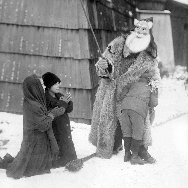 Những bức ảnh Giáng sinh độc nhất vô nhị có tuổi đời hơn 100 năm khiến bạn không khỏi mắt tròn mắt dẹt - Ảnh 5.