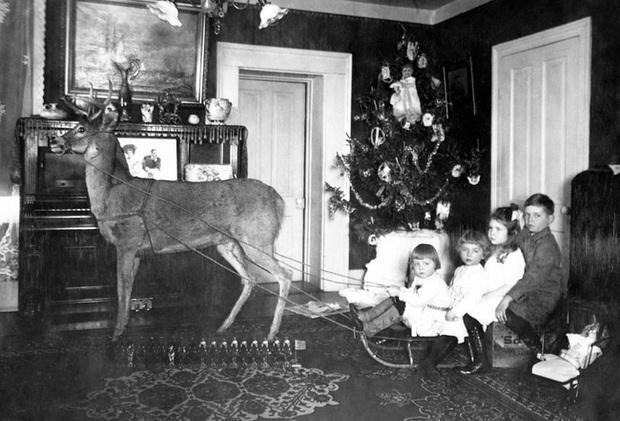 Những bức ảnh Giáng sinh độc nhất vô nhị có tuổi đời hơn 100 năm khiến bạn không khỏi mắt tròn mắt dẹt  - Ảnh 8.