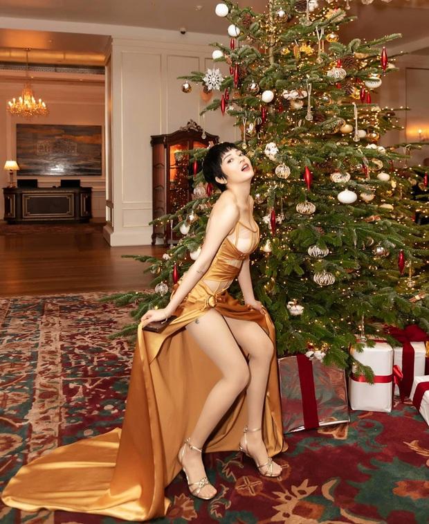 Dàn sao Vbiz khoe hình Giáng sinh: không quẩy hết mình thì kiểu gì cũng phải check-in với cây thông Noel cho có không khí! - Ảnh 11.