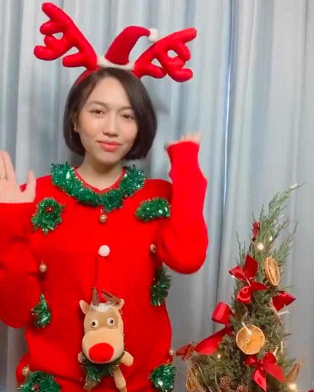 Dàn sao Vbiz khoe hình Giáng sinh: không quẩy hết mình thì kiểu gì cũng phải check-in với cây thông Noel cho có không khí! - Ảnh 20.