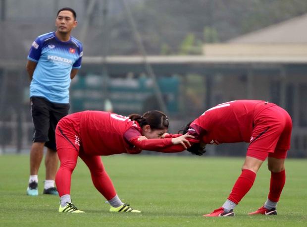 Tiền thưởng chưa đến tay, các tuyển thủ nữ Việt Nam vẫn lao vào tập luyện giữa trời giá lạnh chuẩn bị cho vòng loại 3 Olympic Tokyo 2020 - Ảnh 4.