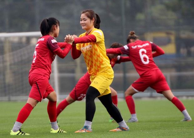 Tiền thưởng chưa đến tay, các tuyển thủ nữ Việt Nam vẫn lao vào tập luyện giữa trời giá lạnh chuẩn bị cho vòng loại 3 Olympic Tokyo 2020 - Ảnh 5.