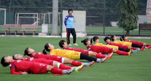 Tiền thưởng chưa đến tay, các tuyển thủ nữ Việt Nam vẫn lao vào tập luyện giữa trời giá lạnh chuẩn bị cho vòng loại 3 Olympic Tokyo 2020 - Ảnh 11.