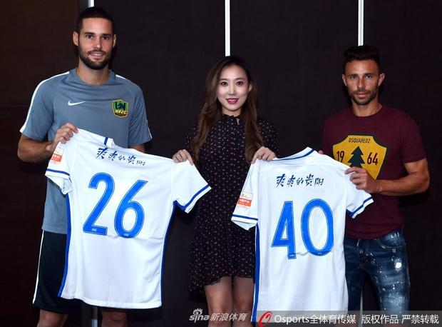 Bà chủ quyền lực, xinh đẹp bậc nhất bóng đá Trung Quốc chuyển mình khó tin sau chỉ 2 năm: Từ yểu điệu khép kín đến nữ hoàng thể thao khỏe khoắn, hút hồn đấng mày râu - Ảnh 2.