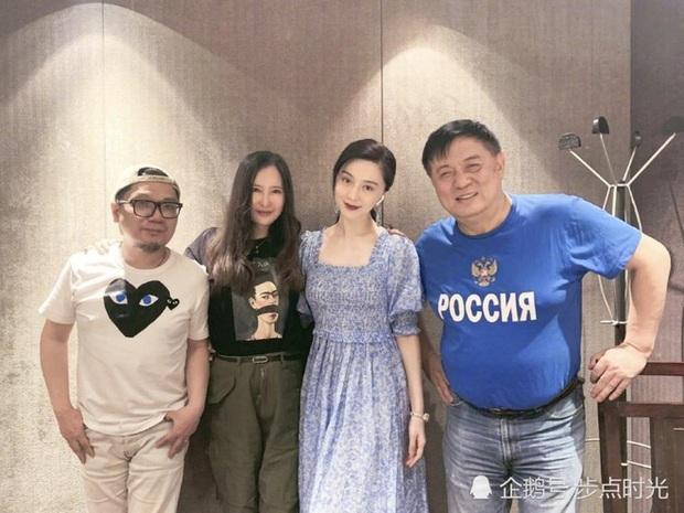 Tiêu Chiến bị cả showbiz Hoa Ngữ cà khịa: Đàn anh like dạo chê diễn xuất, đạo diễn công khai đá đểu - Ảnh 4.