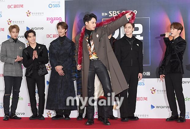 Siêu thảm đỏ SBS Gayo Daejun: BTS và GOT7 lồng lộn, TWICE và GFriend lột xác sexy, MAMAMOO xòe giữa quân đoàn idol - Ảnh 35.