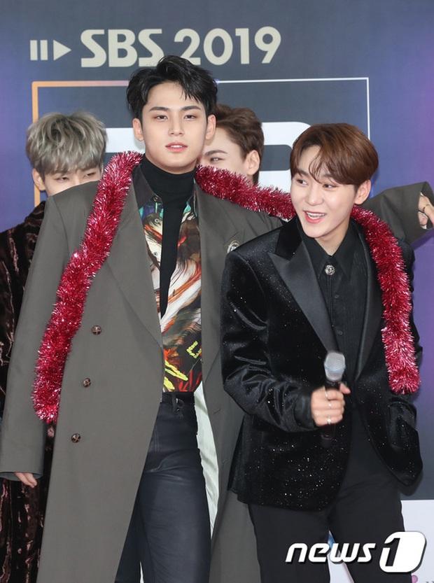 Siêu thảm đỏ SBS Gayo Daejun: BTS và GOT7 lồng lộn, TWICE và GFriend lột xác sexy, MAMAMOO xòe giữa quân đoàn idol - Ảnh 34.
