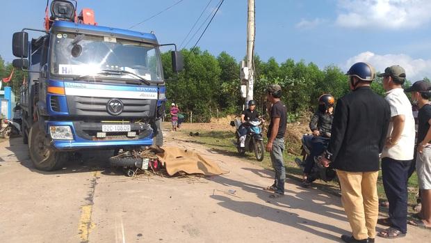 Thanh niên 23 tuổi bị xe tải tông chết thảm trên đường đi đón mẹ - Ảnh 1.