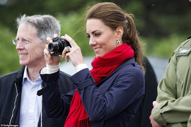 Hoàng gia Anh đăng ảnh siêu đáng yêu của cha con Hoàng tử William, nhưng gây chú ý nhất là kỹ năng chụp hình của Công nương Kate - Ảnh 3.