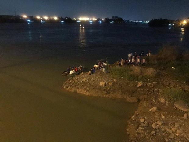 Tìm thấy thi thể nam học sinh lớp 8 rơi sông Đồng Nai mất tích sau 2 ngày - Ảnh 1.