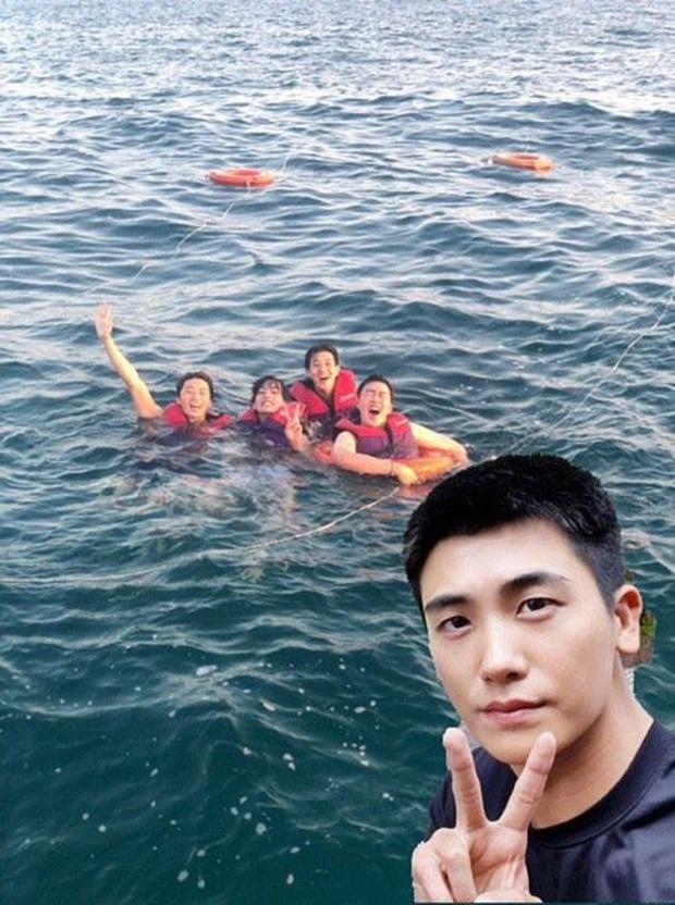 Hiếm có nhóm bạn thân nào như hội Park Seo Joon, V (BTS) và dàn tài tử: Dính nhau mọi dịp lễ, Noel lại gây bão vì ảnh hẹn hò - Ảnh 7.