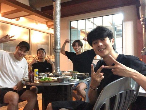Hiếm có nhóm bạn thân nào như hội Park Seo Joon, V (BTS) và dàn tài tử: Dính nhau mọi dịp lễ, Noel lại gây bão vì ảnh hẹn hò - Ảnh 8.