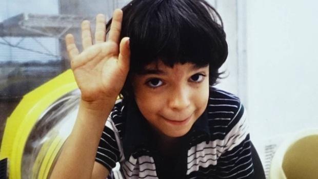 Cậu bé bong bóng: Suốt 12 năm sống tách biệt trong không gian vô trùng, đến phút cuối mới được chạm vào mẹ rồi qua đời - Ảnh 1.