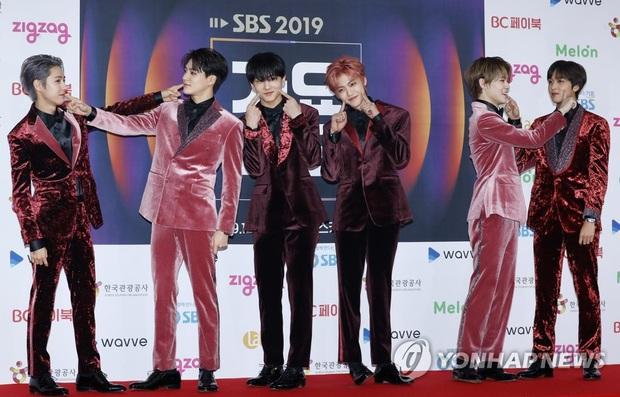 Siêu thảm đỏ SBS Gayo Daejun: BTS và GOT7 lồng lộn, TWICE và GFriend lột xác sexy, MAMAMOO xòe giữa quân đoàn idol - Ảnh 15.