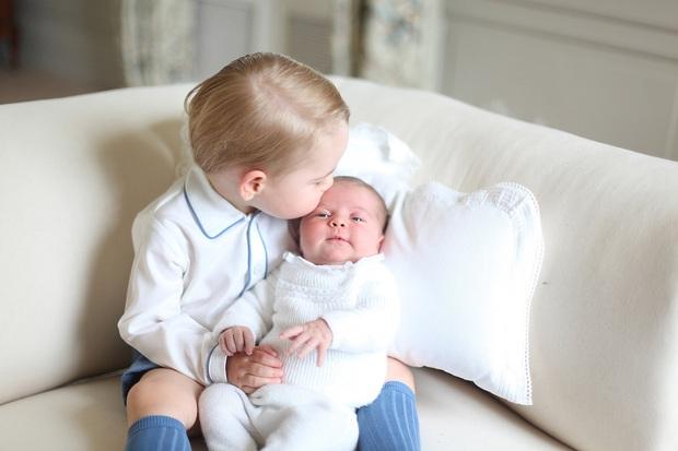 Hoàng gia Anh đăng ảnh siêu đáng yêu của cha con Hoàng tử William, nhưng gây chú ý nhất là kỹ năng chụp hình của Công nương Kate - Ảnh 7.