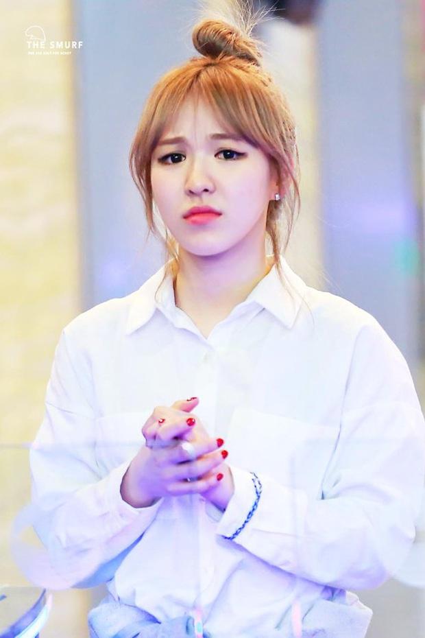 Rùng mình khi phát hiện Wendy (Red Velvet) có khả năng ngã từ độ cao khoảng 4 mét, cầu thang bỗng biến mất khi xảy ra tai nạn? - Ảnh 1.
