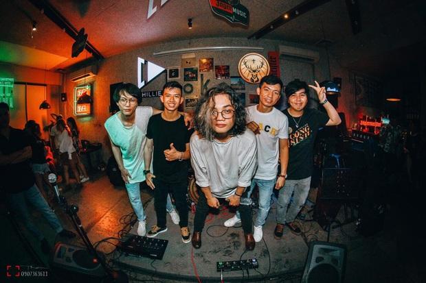Điểm mặt những gương mặt nổi bật nhất của giới indie Việt: Mỗi band, mỗi nghệ sĩ đều mang đến một cá tính riêng biệt, bạn bị ai chuốc say rồi? - Ảnh 6.
