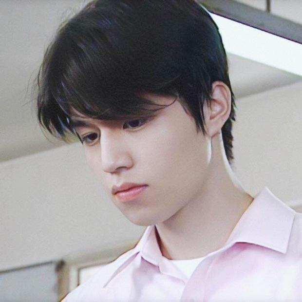 Hình ảnh nhan sắc Lee Dong Wook 18 tuổi và sau 2 thập kỷ gây bão mạng Việt hôm nay: Đúng là yêu tinh đời thực! - Ảnh 1.