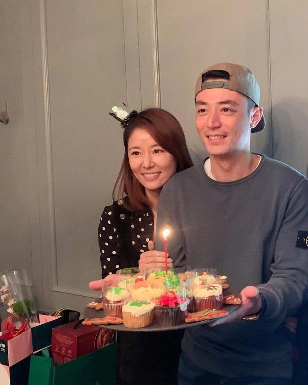 Lâm Tâm Như mừng sinh nhật ông xã với ánh mắt đắm đuối nhưng nhan sắc tuổi 40 của Hoắc Kiến Hoa mới gây sốt - Ảnh 2.