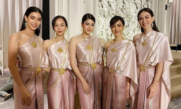 Showbiz Thái 2019: Chảo lửa lùm xùm sao tử vong bí ẩn đến ngoại tình và cái kết viên mãn với loạt bom tấn gây bão châu Á - Ảnh 35.