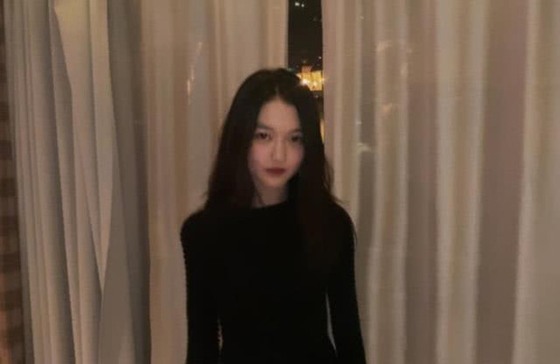 Không chỉ sành điệu, con gái 13 tuổi của Vương Phi ngày càng ra dáng thiếu nữ với chiều cao đáng ngạc nhiên - Ảnh 4.