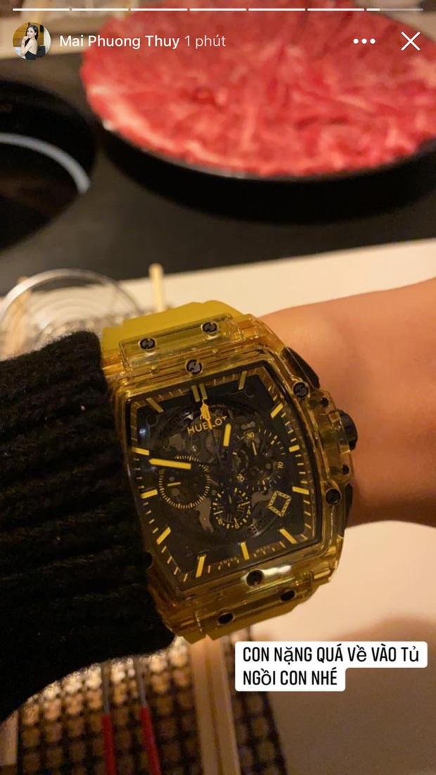 Chịu chơi như Mai Phương Thúy: Bỏ 1,7 tỷ mua đồng hồ chỉ để về nhà cất tủ vì… nặng quá - Ảnh 1.