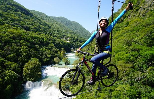 """2 triệu views cho clip """"đi xe đạp trên trời"""" đang khiến dân mạng thế giới phát hoảng, dù không sợ độ cao thì xem cũng run cầm cập! - Ảnh 5."""