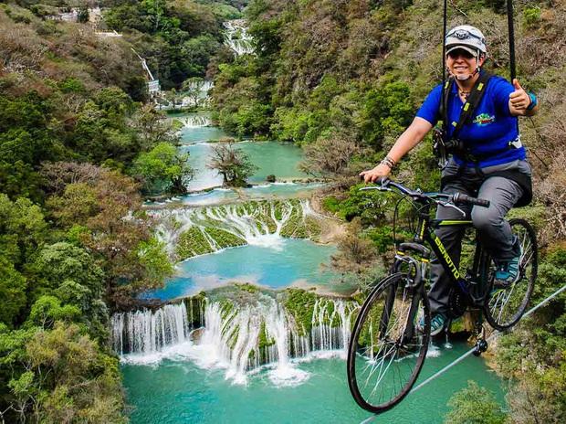 """2 triệu views cho clip """"đi xe đạp trên trời"""" đang khiến dân mạng thế giới phát hoảng, dù không sợ độ cao thì xem cũng run cầm cập! - Ảnh 7."""