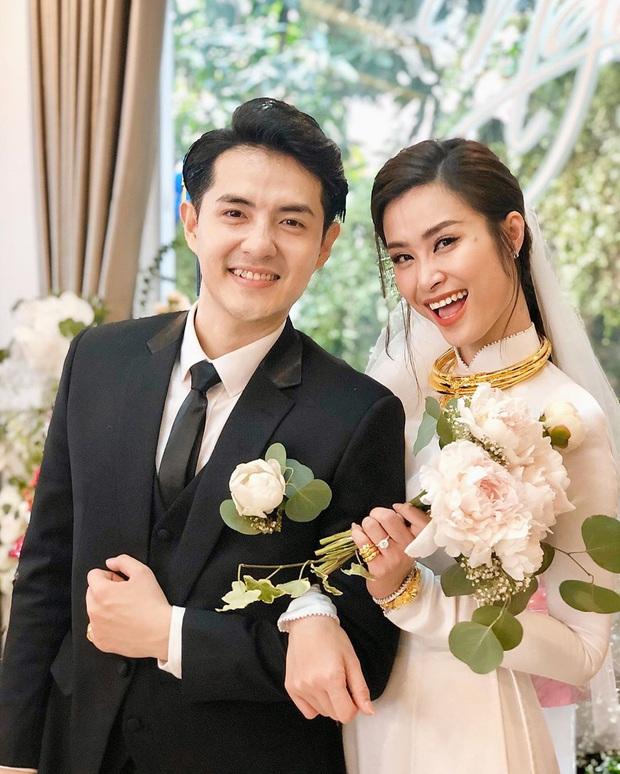 Trấn Thành, vợ chồng Đông Nhi cùng loạt sao Vbiz siêu hot trên MXH, bất ngờ với loạt cầu thủ được gọi tên - Ảnh 3.