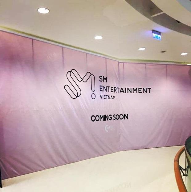 Rộ thông tin SM Entertainment chuẩn bị khai trương cái gì đấy ở Sài Gòn: liệu có phải là SMTown Cafe mà bao fan đang chờ đợi? - Ảnh 1.