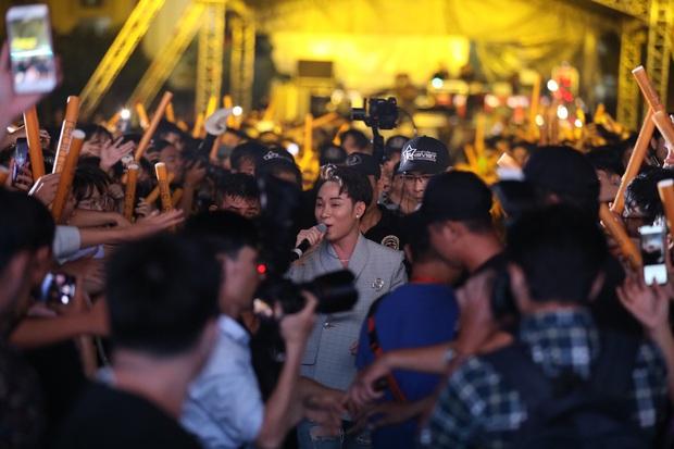 Dấu ấn Realme để lại trong năm 2019: ra mắt sản phẩm mới, xây dựng cộng đồng Realfan và tổ chức 2 đại nhạc hội hoành tráng - Ảnh 2.