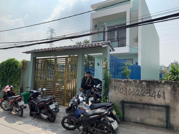 TP.HCM: Truy bắt nhóm trộm đột nhập nhà dân lấy 3 xe tay ga, vàng và... 2 chai rượu ngâm sâm - Ảnh 2.